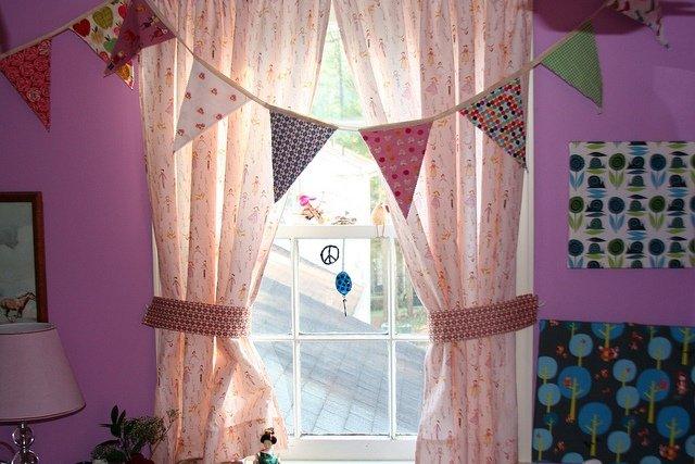 kız çocuk odası perdeleri