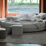 beyaz yuvarlak yatak modeli